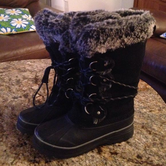 KHOMBU Beautiful woman's boots Like new and very warm And comfortable Khombu Shoes Ankle Boots & Booties