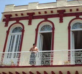Old #Havana #CasaParticular or homestay in or within 1km of Old Havana will ensure you experience both the wonders of Old Havana's Colonial buildings