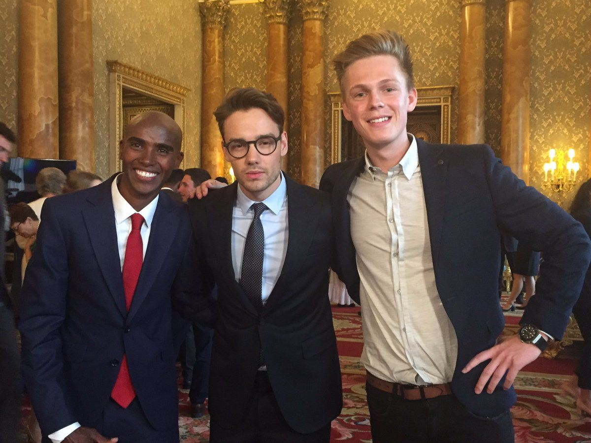 Look who bumped into each other in the Blue Drawing Room in Buckingham Palace @Mo_Farah @LiamPayne and @Caspar_Lee #QueensYoungLeaders 29/6/17