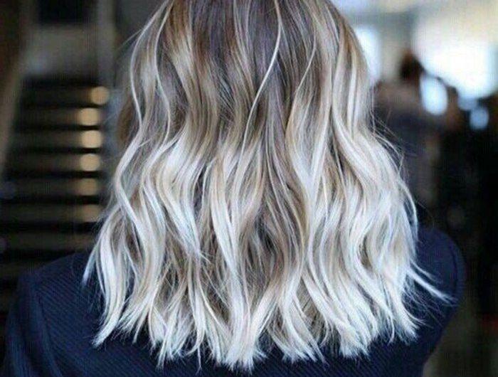 Graue Haare Der Neue Trend Archzinenet Haar Frisuren Haar