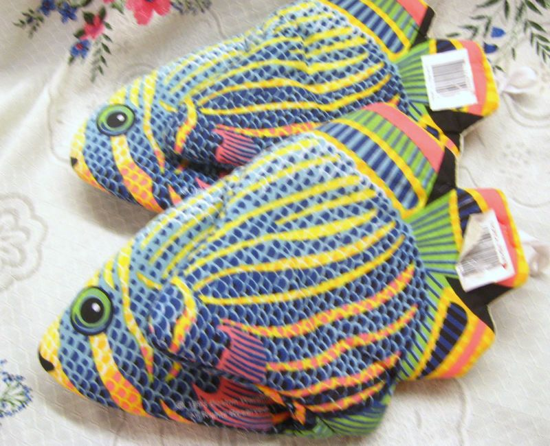 2 Tropical Fish Mitts Colorful Fish Fish Fry Padded Hand