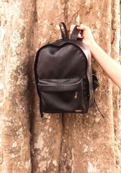 0bb4231a7 Mini Mochila Preta | Mochilas | Leather Backpack, Backpacks e Leather