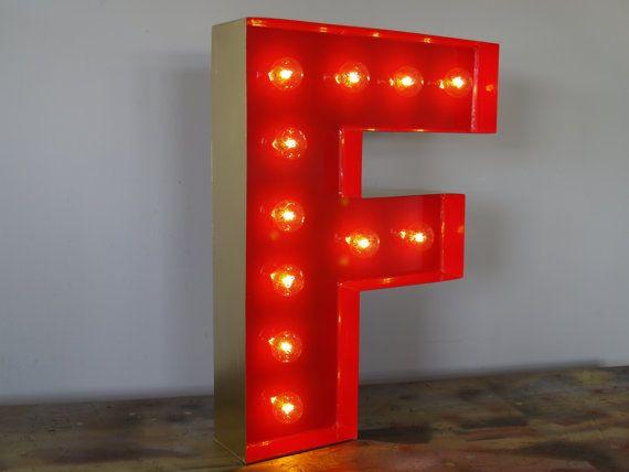 goldschnitt mit buchstaben f und holloywood licht: licht alphabet, Wohnideen design