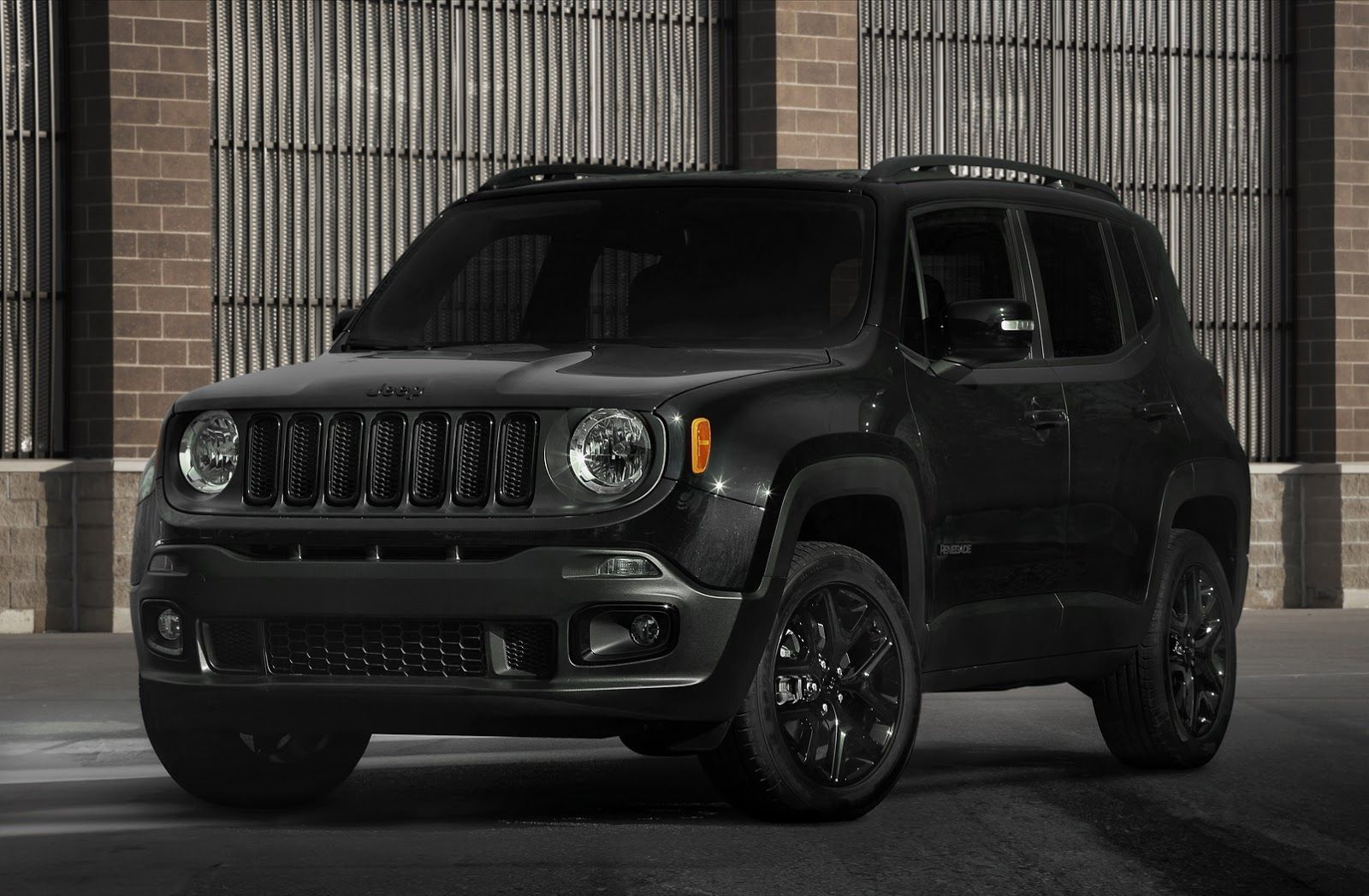Jeep S New 2017 Renegade Deserthawk Altitude Models To Debut In