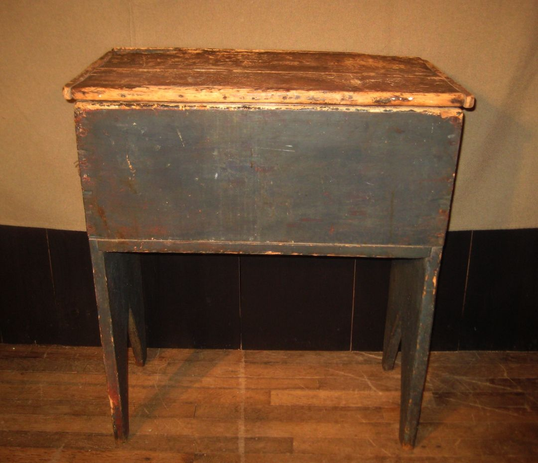 Rooster Run Antique Furniture Is A Rochester NY Antique Shop That Offers Rochester  NY Primitive Antiques, Syracuse NY Cupboards, Rochester NY Painted ... - Pin By Linda Creed On Dough Boxes Pinterest