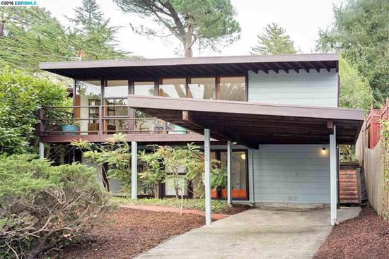 On The Market 1950s Midcentury Modern Property In Berkeley California Usa Modern Architecture Architecture Midcentury Modern