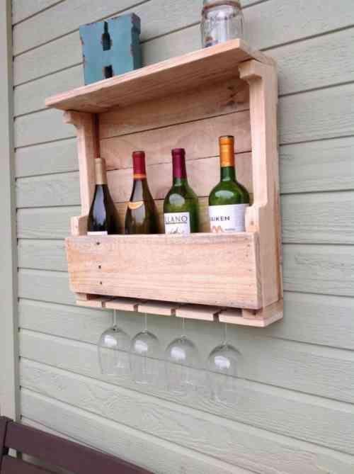 Comment fabriquer un porte-verres en palette ? | Étagères à bouteilles de vin, Porte bouteille ...