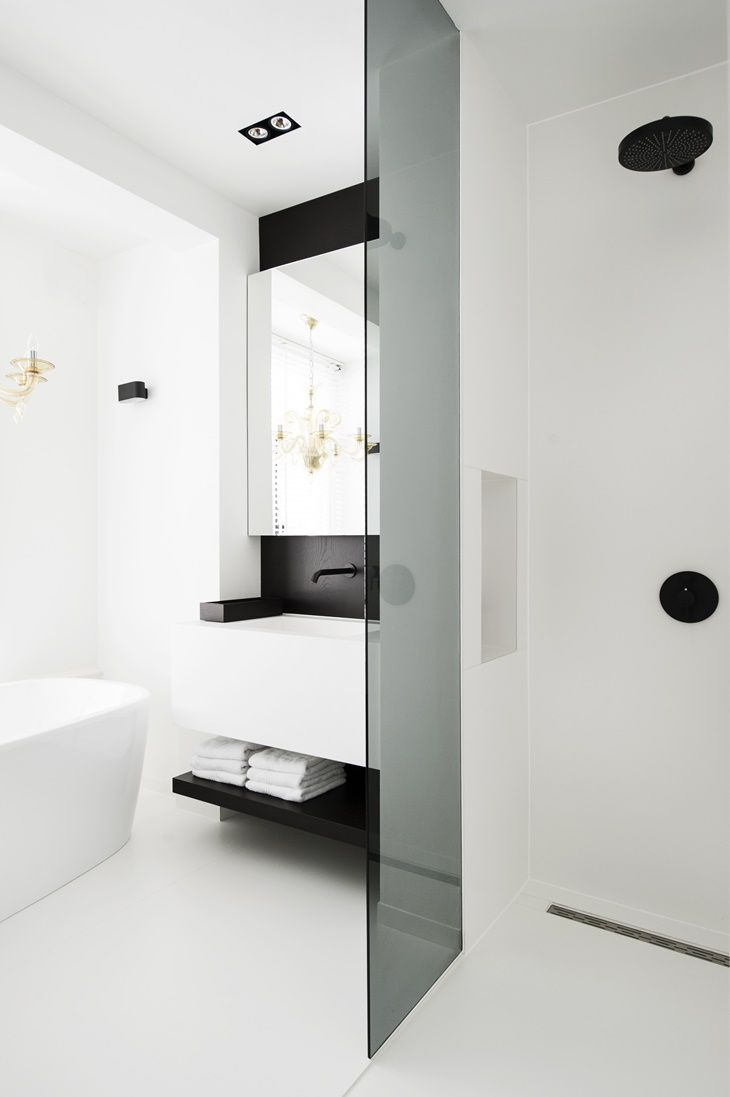 Casa em Amsterdã por Sander van Eyck | Powder room, Bath and Interiors