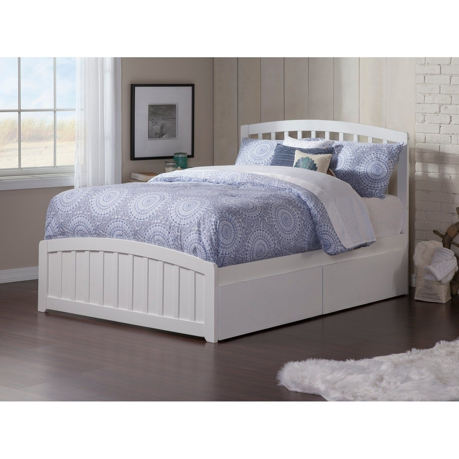 Richmond Full Platform Bed with Matching Foot Board with 2