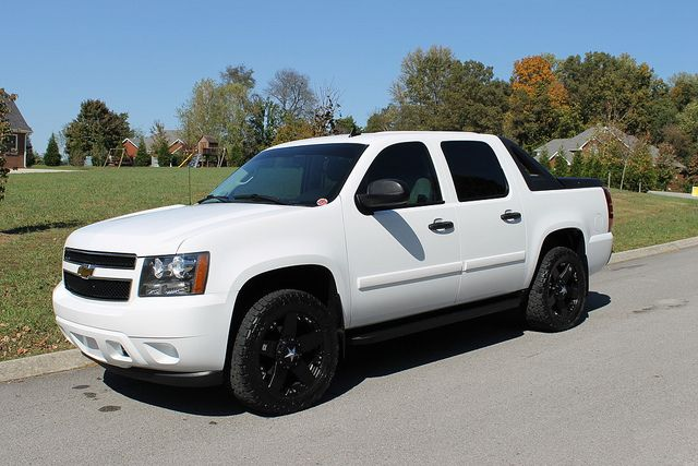 I Want Chevy Avalanche White Truck Black Rims Always Looks Good