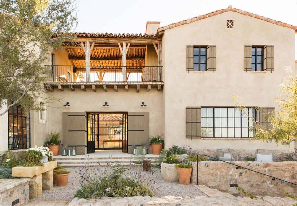 Mediterranean Style Dream Home With Rustic Interiors In The Arizona Desert Tuscanhou Mediterranean Homes Luxury Mediterranean Homes Modern Mediterranean Homes