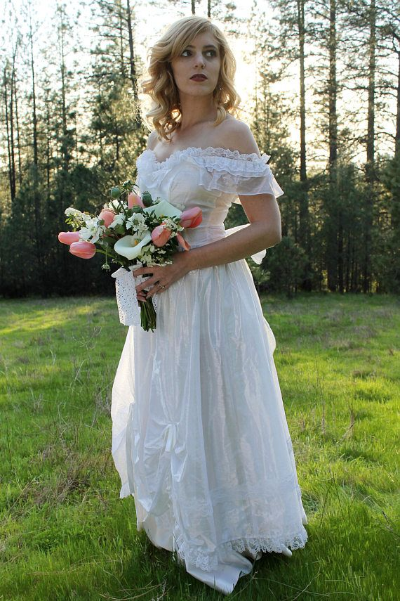 WEDDING BELLS Vintage 1970\'s Wedding Gown Southern Belle   Ruffles ...