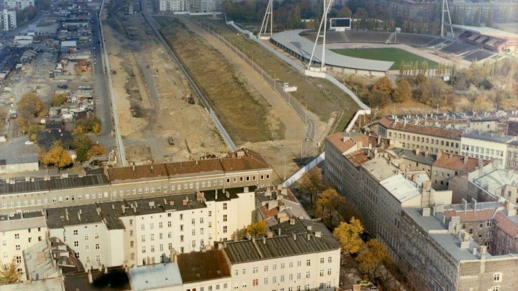 Der Mauerpark Im Heutigen In Bezirk Prenzlauer Berg Foto Bstu Berliner Mauer Berlin Geschichte Berlin Stadt