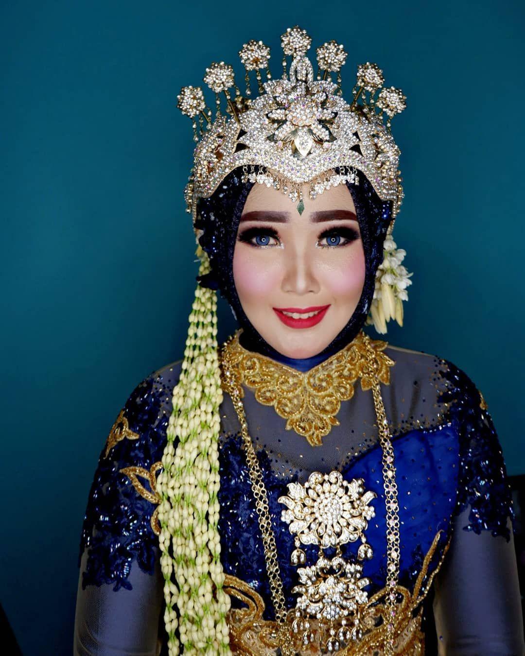 Pengantin Sunda Siger Muslim Make Up Dan Busana At Ugiemarbugi
