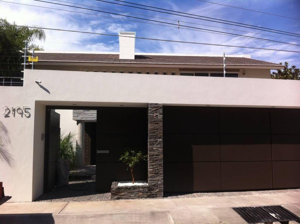Fachada casas de estilo por ght ecoarquitectos fachadas for Casa habitacion minimalista