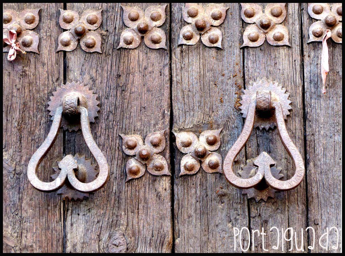 Aldabas en la Iglesia Parroquial de Santo Domingo de Silos, Almonacid de Zorita, Guadalajara - España  www.portalguada.com  PortalGuada Guadalajara
