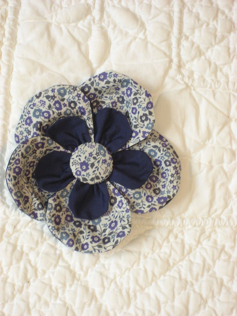 tuto broche fleur tutos pinterest tuto fleur et fleurs en tissu. Black Bedroom Furniture Sets. Home Design Ideas