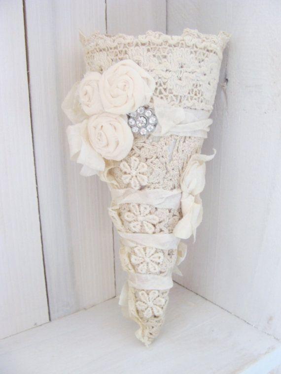 Vintage Lace Cone Victorian Tussie Mussie Wedding por ShabbySoul