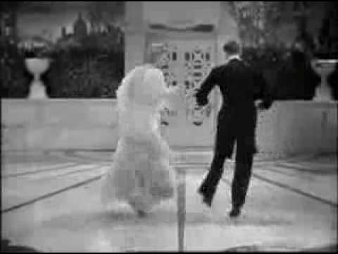 Fred Astaire And Ginger Rogers Dancing Cheek To Cheek In Top Hat A Class Act Peliculas Musicales Imagenes Alegres Maestro De Musica