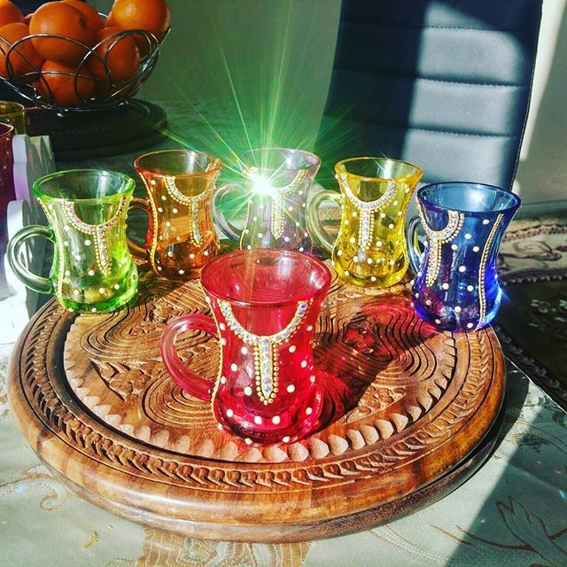 لمسات مميزة لمناسباتكم الخاصة On Instagram احلى استكانات شاي بطراز تراثي فقط ب 80 درهم شاي استكانات طقم Ramadan Decorations Glass Crafts Recycled Crafts
