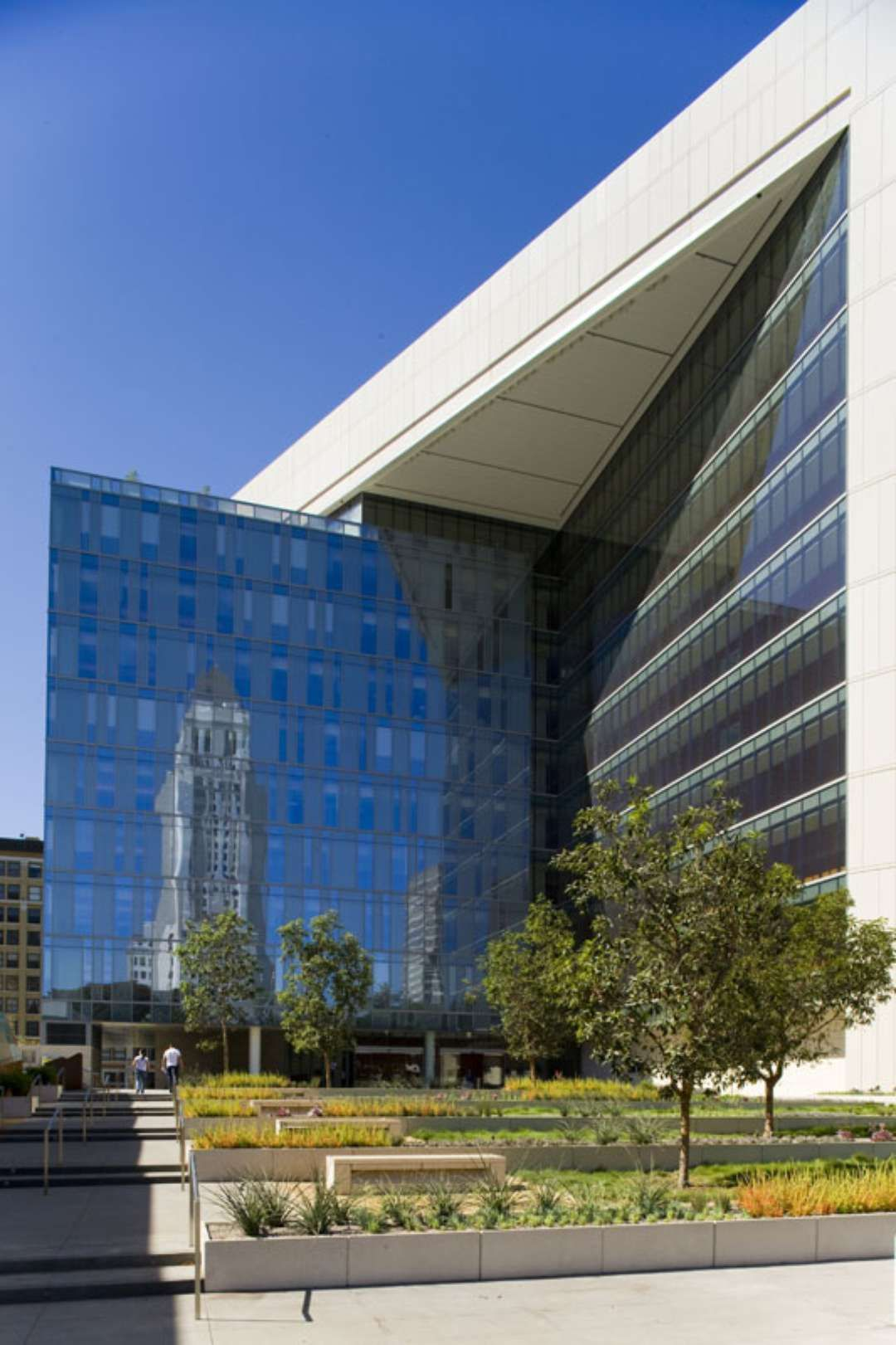 Designed To Fit Within The Urban Context Of The Los Angeles Civic Center The New 500 000 Square Foot Los Angeles Police Depart Architecture Facade Design Lapd