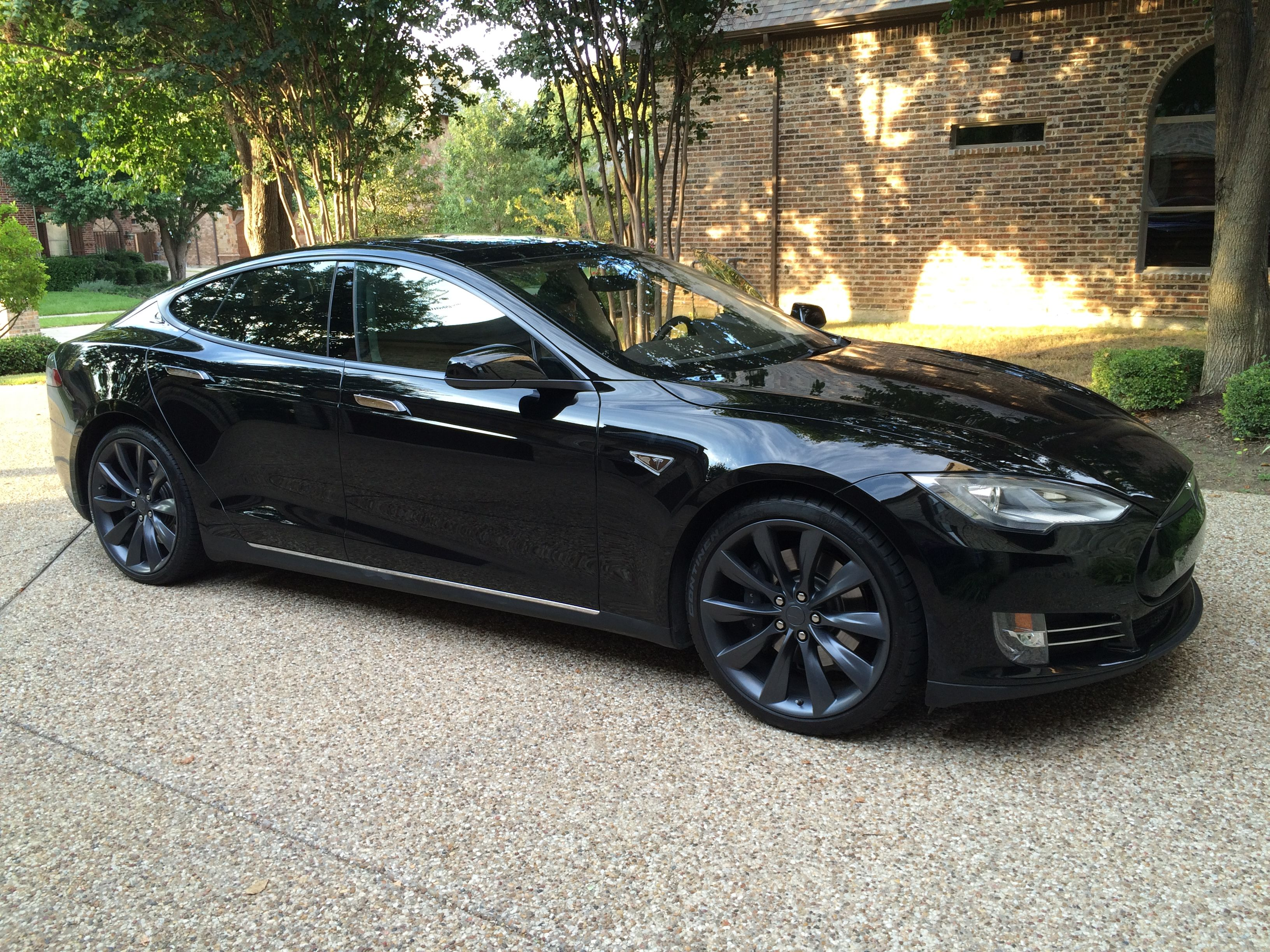 Wheel color change September 2014 on Tesla Model S 2013