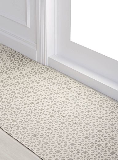 A design by Samantha Pynn exclusively for Simons Maison  GARDEN GATE FLOOR MAT 75 X 215 CM   Machine-washable 100% cotton weave