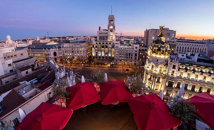 Una Mesa Para Cenar En El Cielo De Madrid Terrazas Terrazas Madrid Terraza