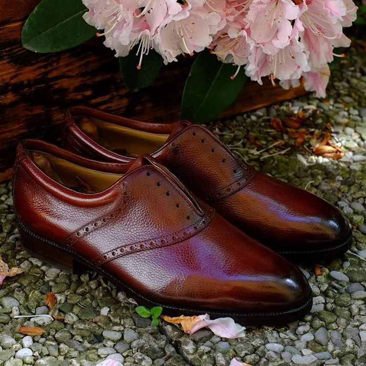 """Patina """"Marcello"""" by Dandy Shoe Care. Beautiful, elegant and unique. #marcello #shoes #patina #rododendron #flowers #sexybeast #shoeporn #artist #urban #villa #como #eleganza #doubletap"""