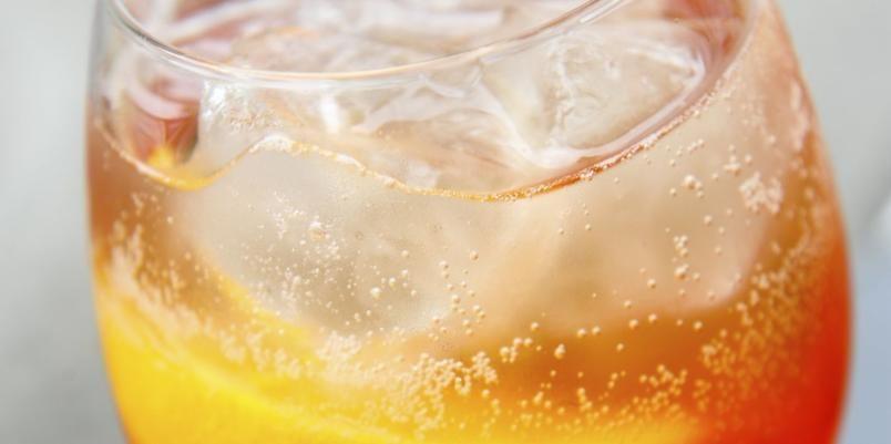 Aperol minner om Campari, men har lavere alkohol og aromaer mer i retning appelsin.