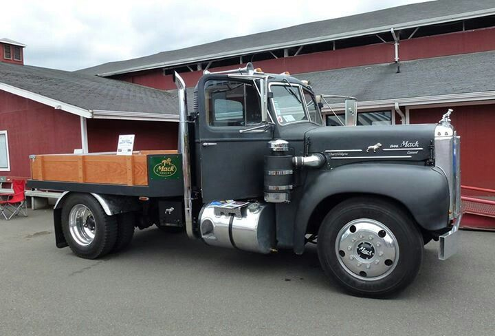 Custom Single Axle Trucks : Mack s axle chassis complete with air cleaner and howling