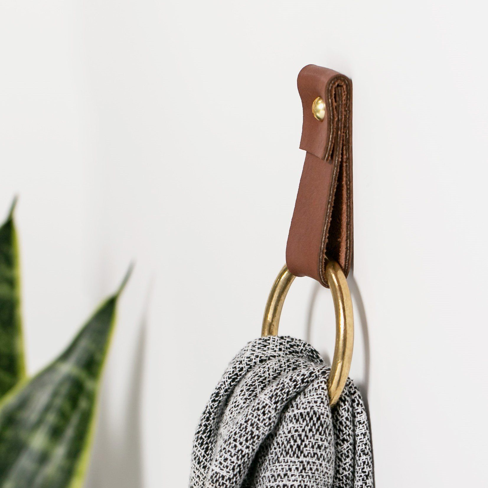 Photo of Small Leather Wall Strap [Flat End] – Walnut / Yes please!