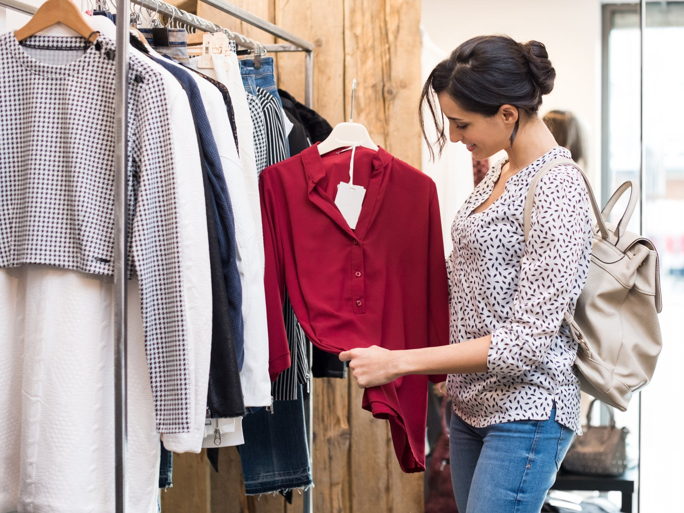 10 clothes shopping mistakes that are costing you money is part of Clothes Store Money - Here are some ways you could be wasting money on clothes, plus some shopping tips for buying clothes at cheaper prices