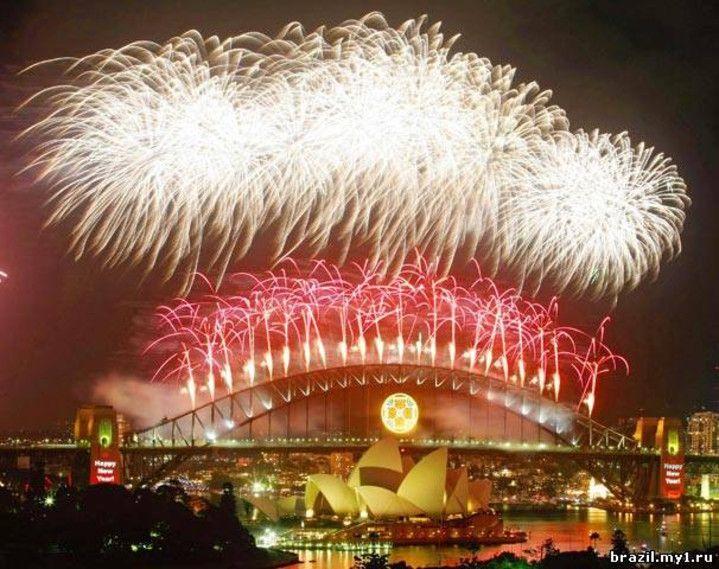 Video clip «Fireworks in Brazil at Christmas!» Thanks to Valerie Kobeeva at http://minutta.com