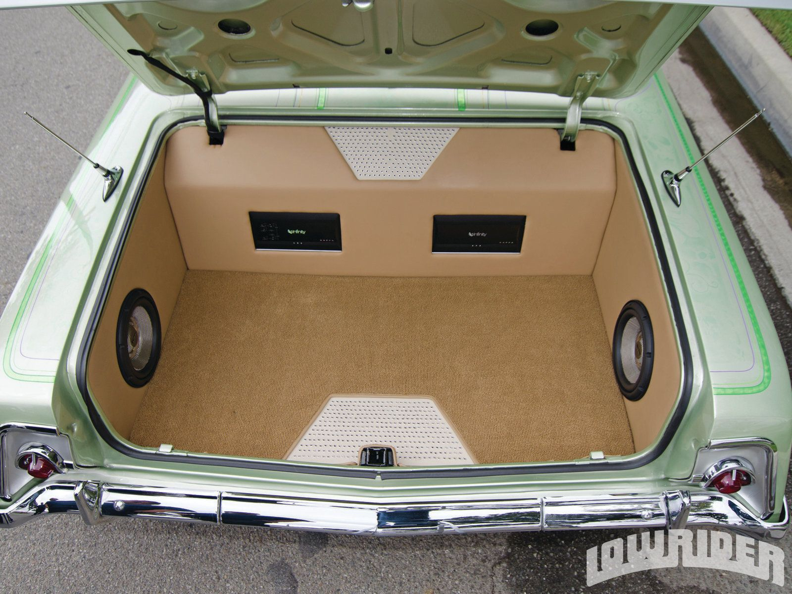 05 1962 Chevrolet Impala Custom Monitor And Speaker Setup Custom Car Interior Custom Car Audio Car Audio Systems