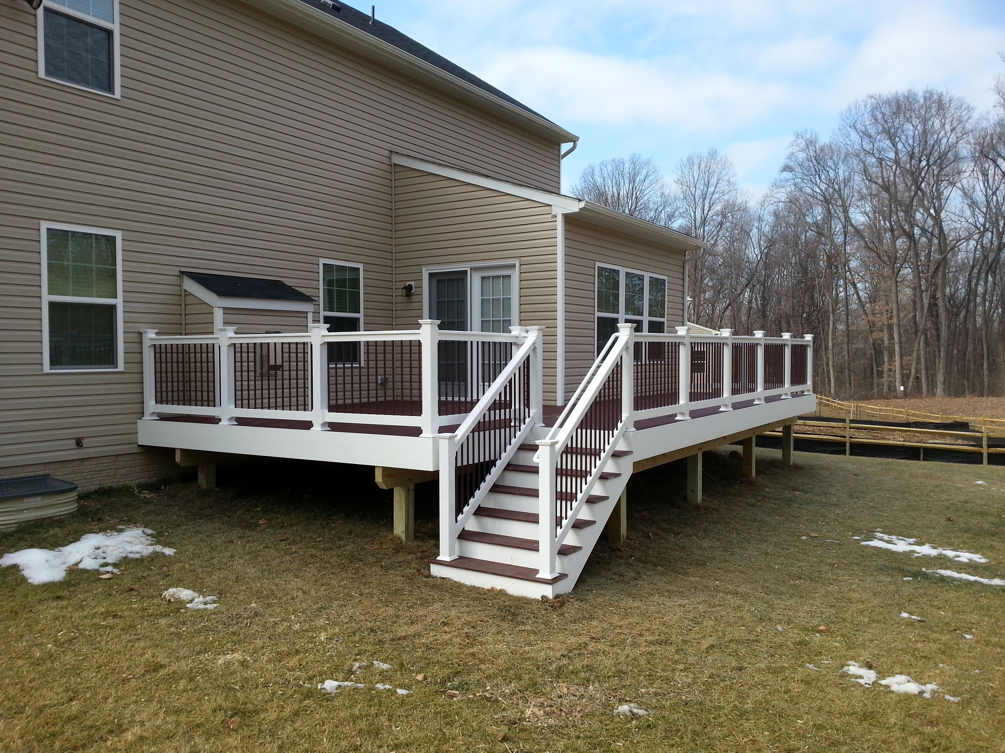 Trex Select Madeira Deck White Vinyl Rail W Rust Color Spindles And White Wrap Trex Select Vinyl Railing Deck
