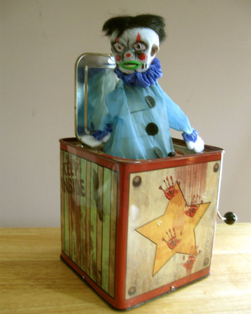 Halloween Jack In The Box Prop.Scary Creepy Evil Clown Jack In The Box Music Animated Halloween
