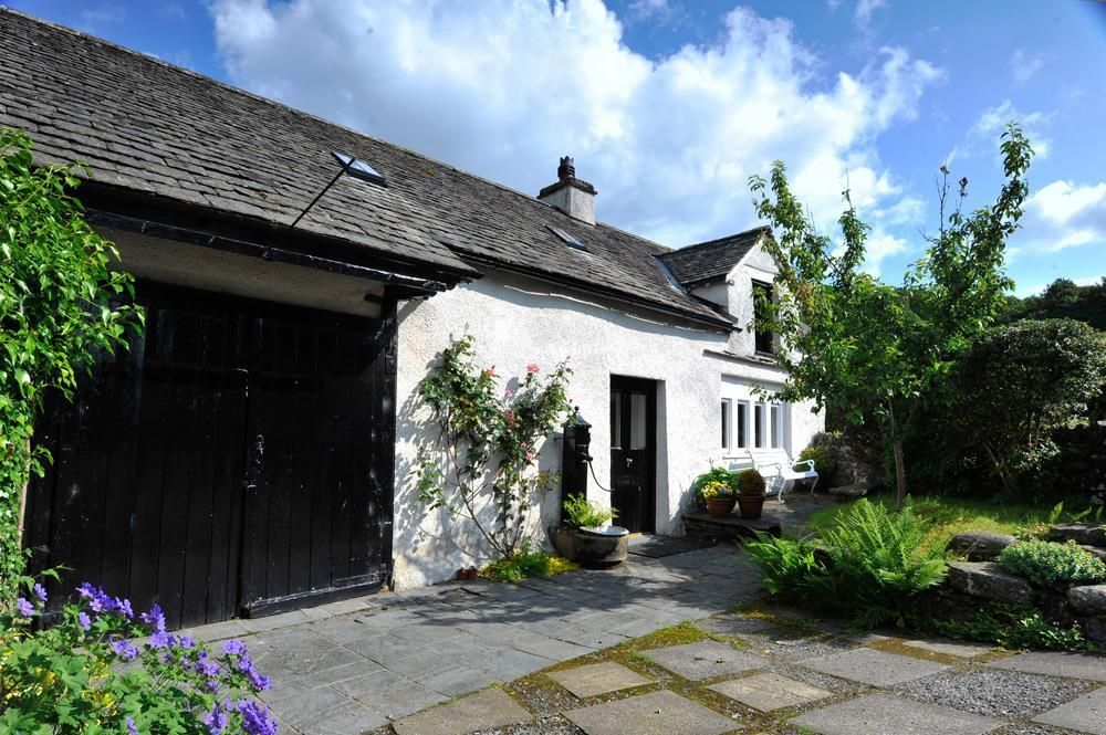Forming part of a 17th century listed building, this enchanting cottage takes a picturesque setting just a 10 minute stroll from Hill Top – Beatrix...