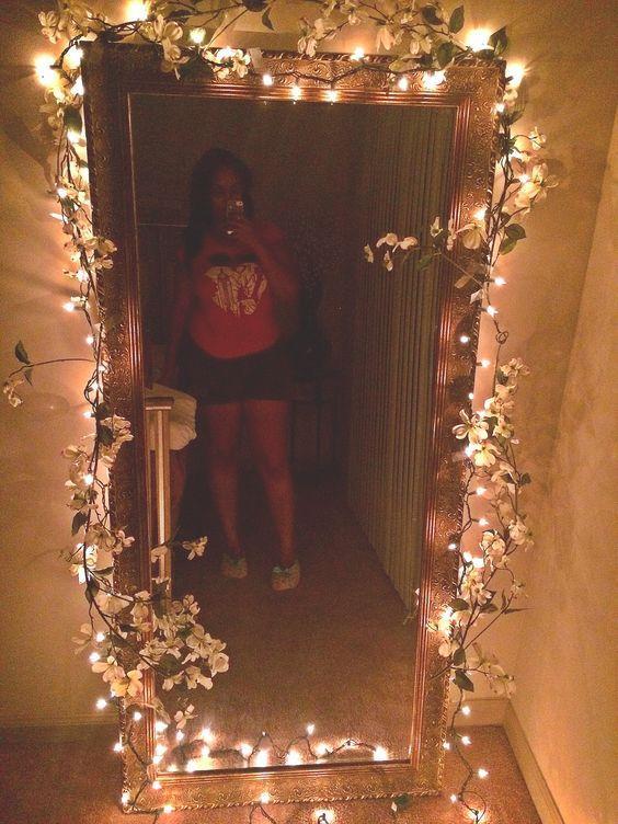 DIY Schlafzimmer Dekorieren Ideen mit kleinem Budget für Teen Girls - Spiegel mit Kunstblumen #budget #dekorieren #girls #ideen #kleinem #schlafzimmer #spiegel #diybedroom