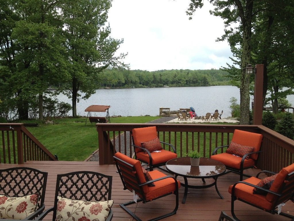 Beautiful modern lakefront home with great amenities