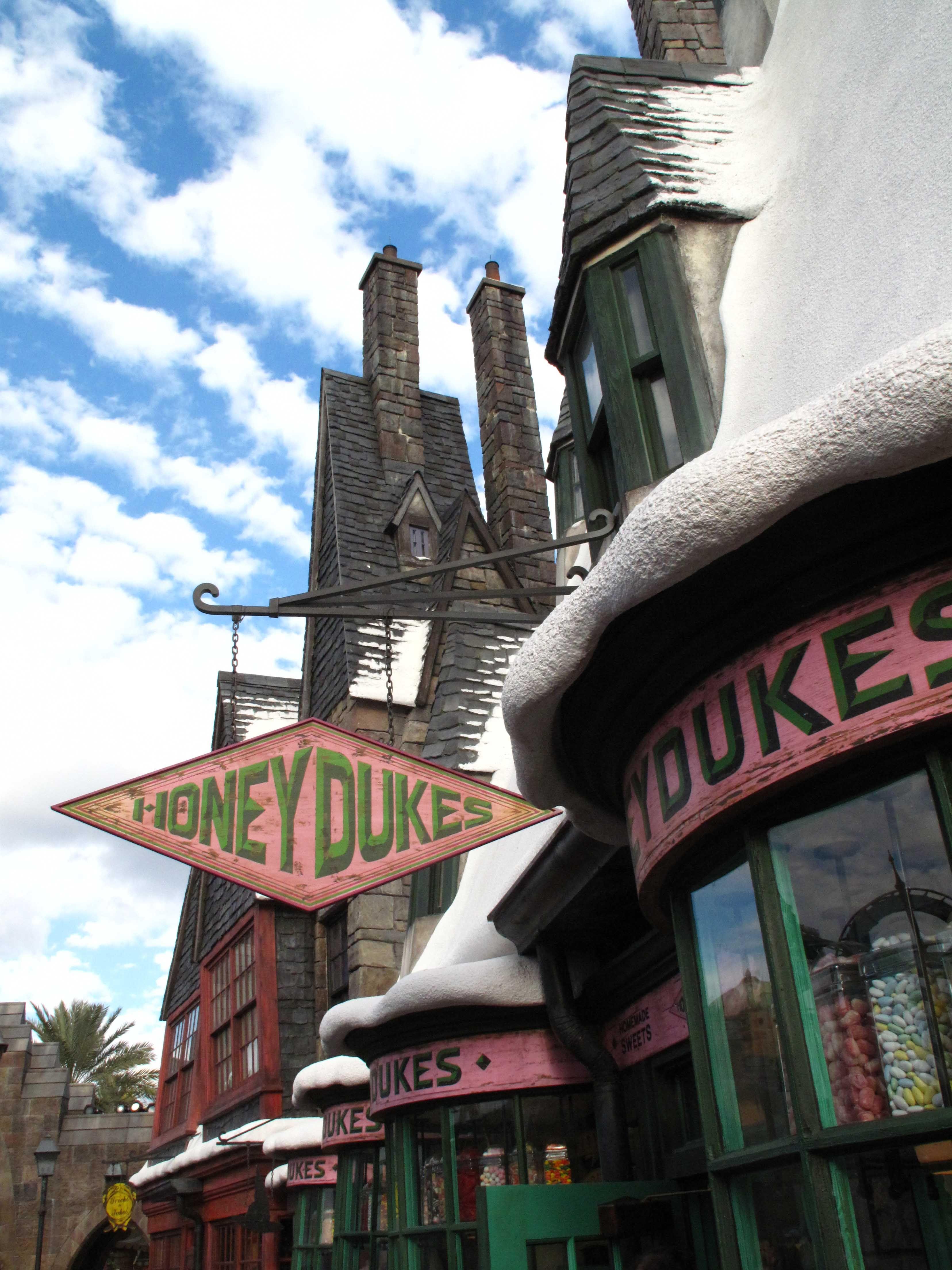 Hogsmeade Potter Village Harry Honeydukes