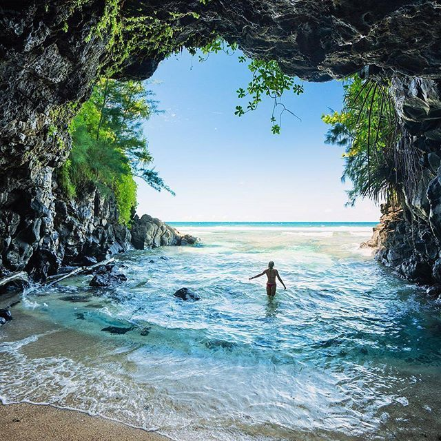 Private Beaches: A Private Beach Cave In Hawaii 🌴 Would You Travel Here
