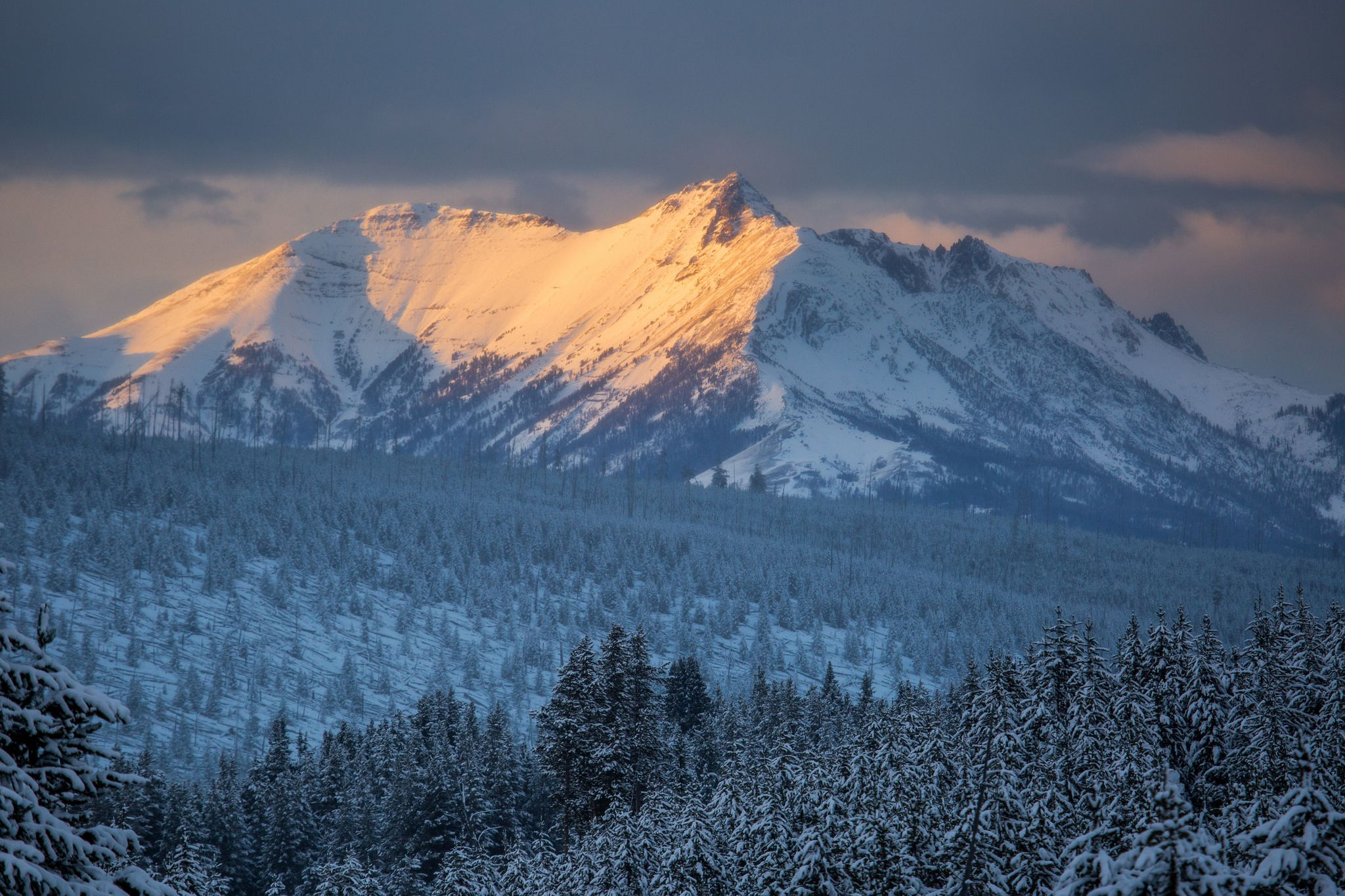 Electric Peak At Sunset Yellowstone National Park Mountain Vacations Beautiful Park