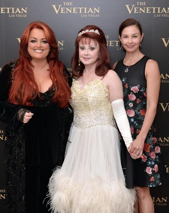 Ashley Judd Visits Mother Naomi And Sister Wynonna At Girls Night Out The