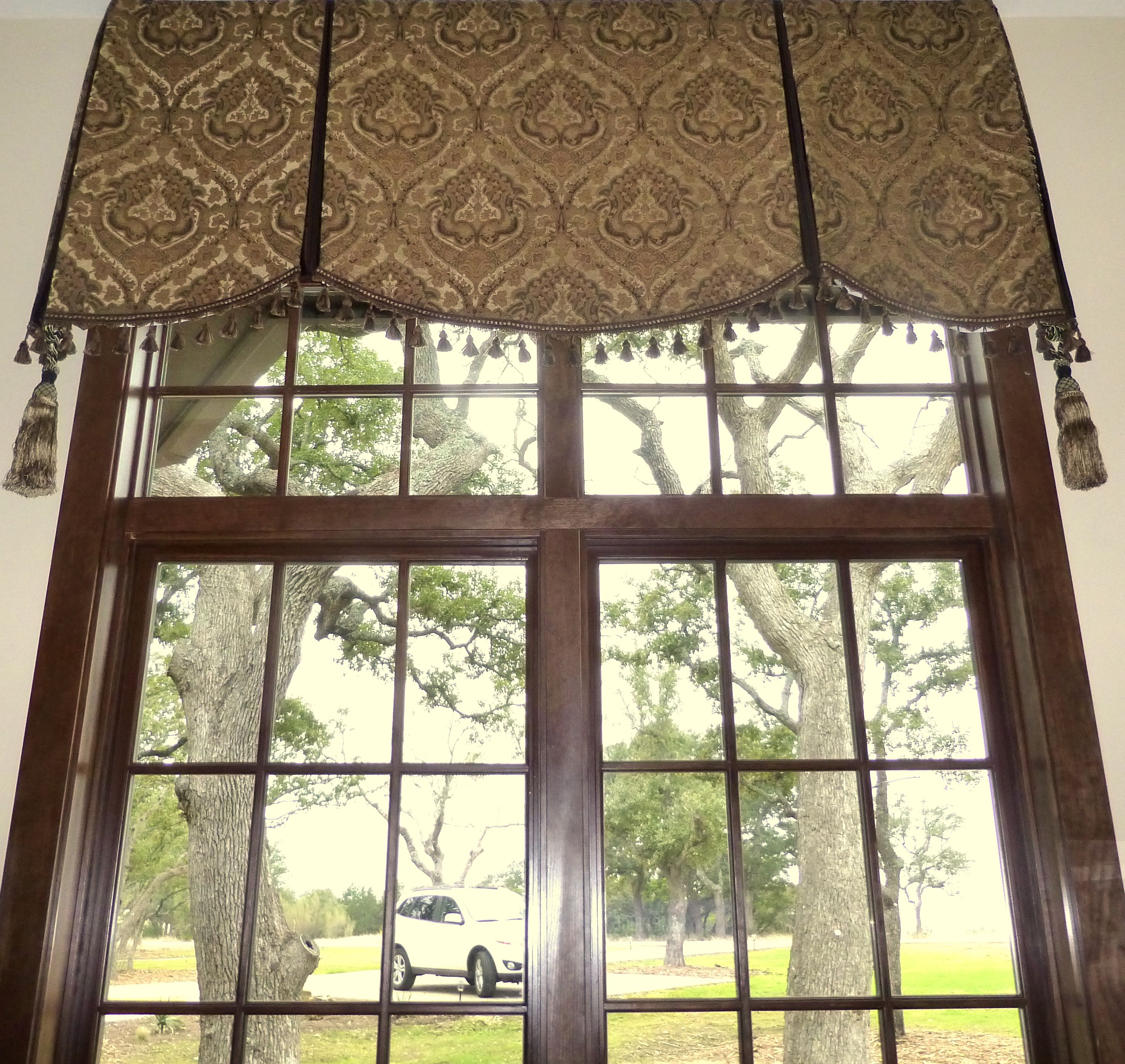 Soft cornice / valance over transom window.