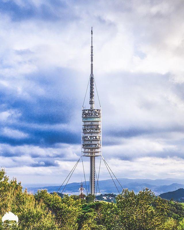 the tower | by #barcelonacitizen #pactibidabo · · La Torre de Collserola es una torre de comunicaciones situada en el Pico de la Vilana, cerca del @parctibidabo Fue construida con motivo de los Juegos Olímpicos de Barcelona 1992 y desde ahí se realizan la mayoría de los enlaces audiovisuales del área metropolitana y la provincia. Esta torre de diseño futurista dispone de un mirador público en el nivel 10 desde donde se divisa la ciudad de Barcelona y al que los participantes del…