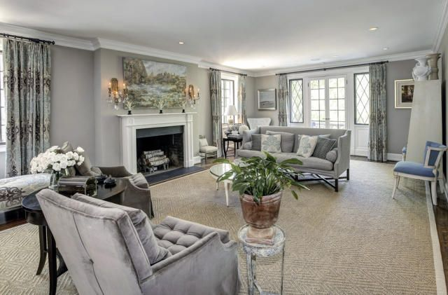See Inside The Obamas Put Down Roots In Washington D C Parade Obama House Living Room Design Styles Home