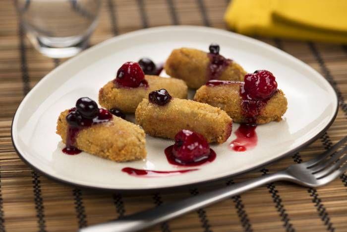 Croquetas de jabalí con salsa de frutos rojos, descubre la receta en http://www.gallinablanca.es/receta/croquetas-de-jabali-con-salsa-de-frutos-del-bosque/