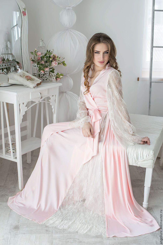 Девушка в розовом кружеве