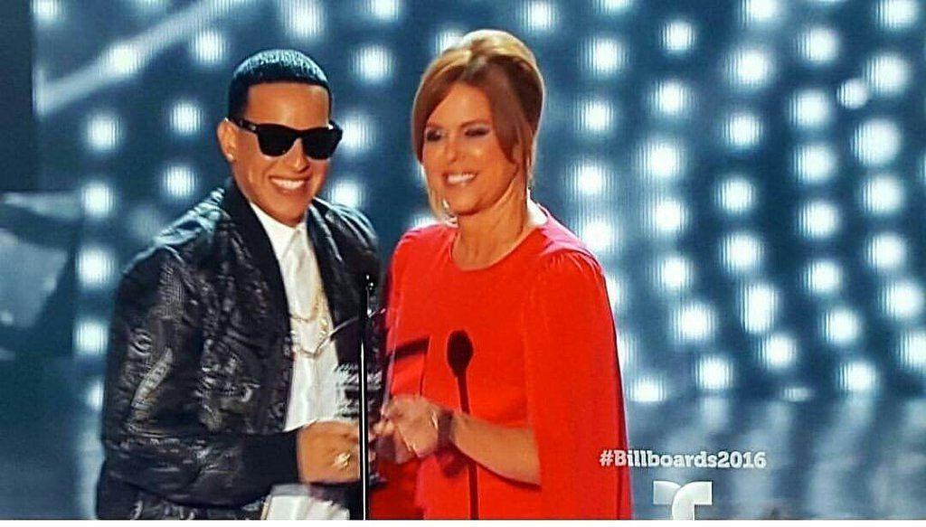 DYarmyFCuruguay : Está noche @daddy_yankee  ganó el #PremioLiderDeLaIndustra en los premios Billboards #DYEnLosBillboards https://t.co/ujGjVfCb7w | Twicsy - Twitter Picture Discovery